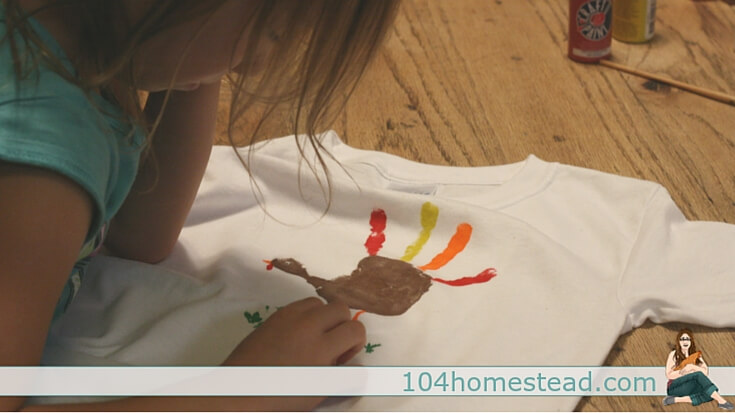 Kid's Holiday Craft: T-shirt painting is super fun and super easy. Make a handprint turkey t-shirt for your little one to wear for Thanksgiving.